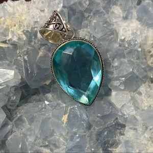 🎀 A. 3 CM Beautiful Blue Faux Crystal Pendant